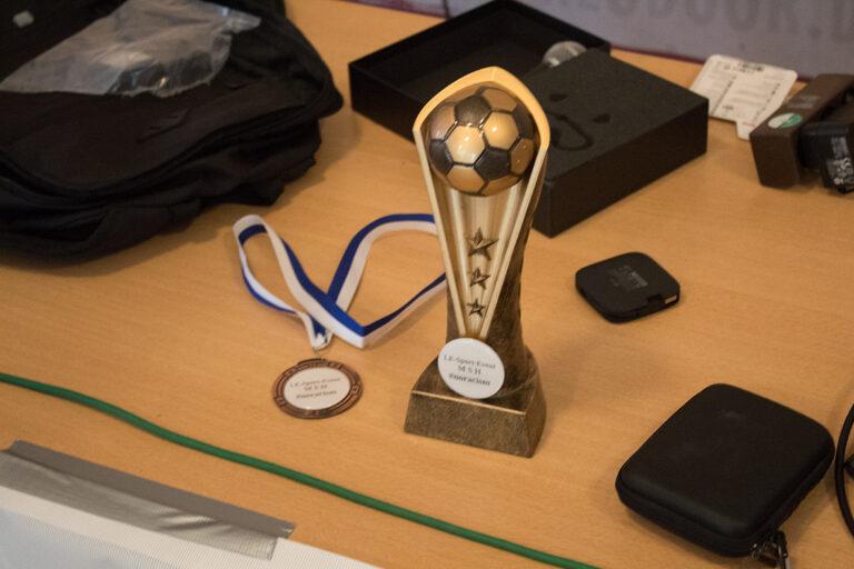 Der Pokal und Medaillen